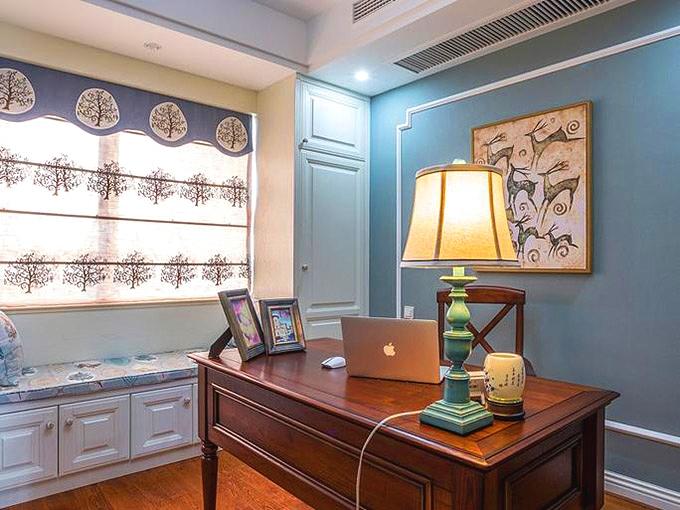 80平米三居室小户型装修书房效果图