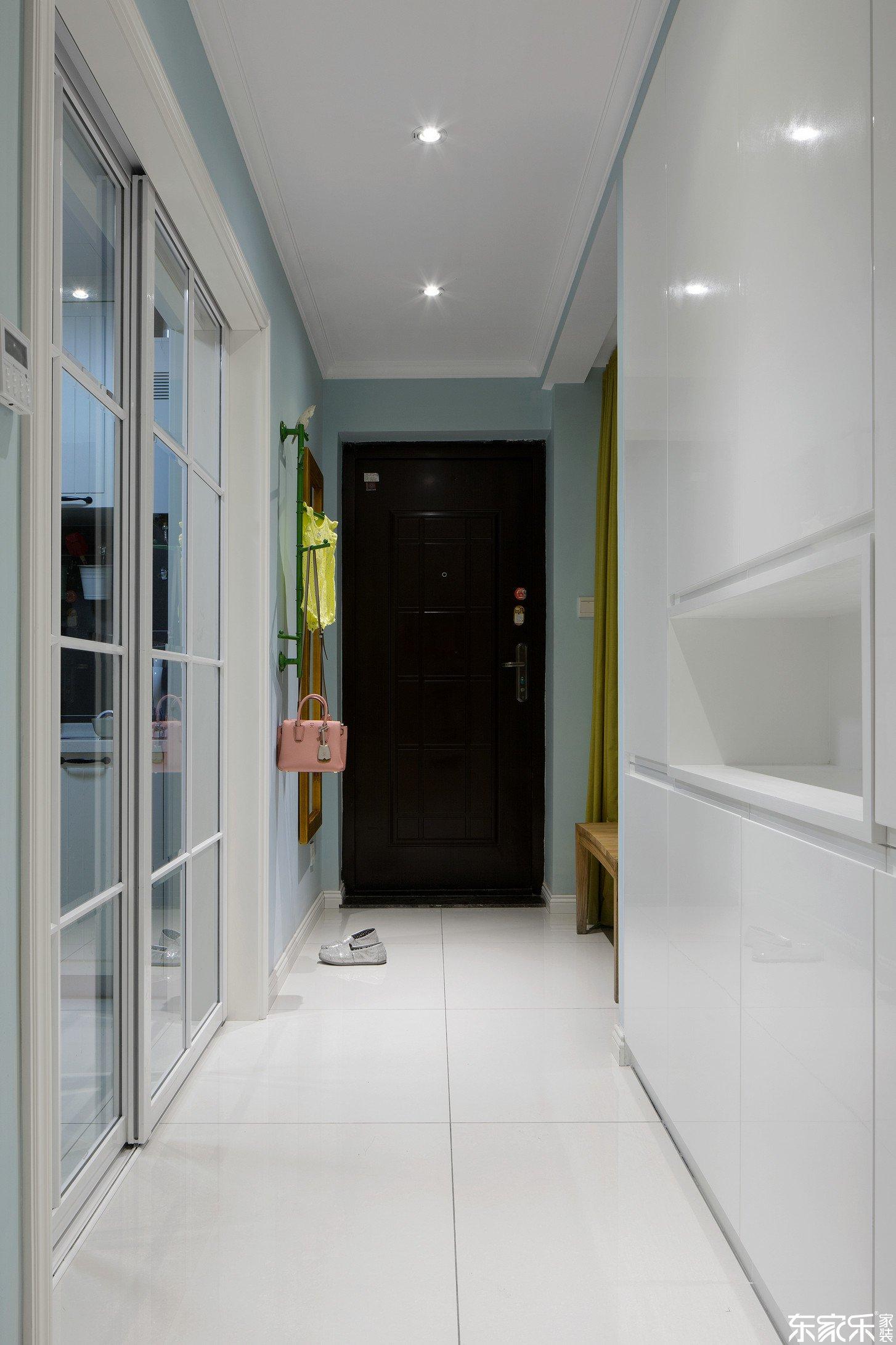 70平米混搭风格客厅玄关设计图